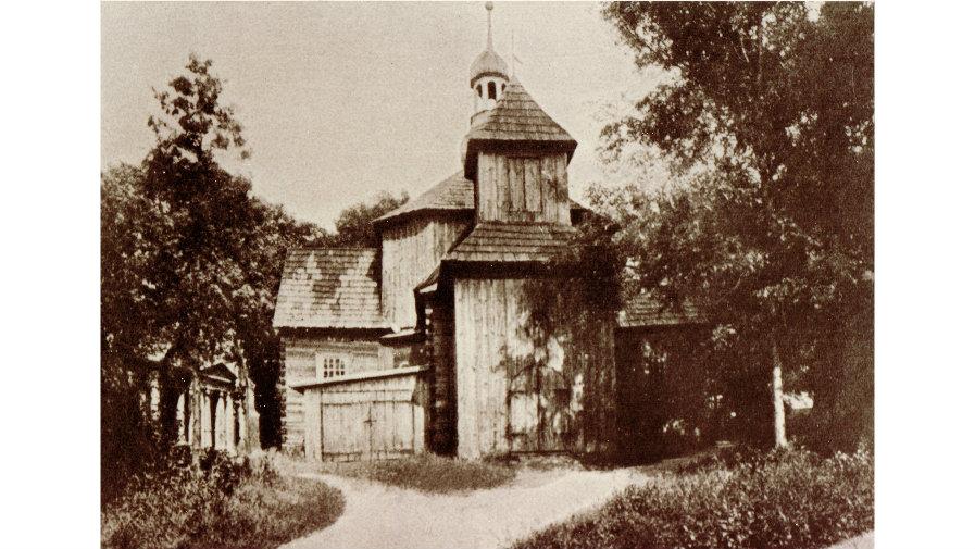 Kościółek pw. św. Fabiana i Sebastiana (św. Rocha) otoczony grobowcami - po lewej stronie dobudowany do świątyni, nieistniejący już garaż dla karawanu
